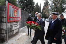 Џувер и Николић са делегацијом нису могли приступити споменику у Маслинама