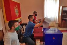 <p>Сва бирачка мјеста у Херцег Новом отворена у 7 сати</p>