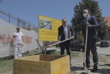 <p>Савићевић и Кашћелан положили камен темељац</p>