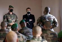 <p>Војници, војска</p>