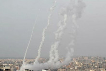 <p>Ракетиран Јерусалим (Фото: © REUTERS/MOHAMMED SALEM)</p>