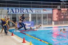 <p>На крају и тренер Јадрана, Радановић, завршио у базену</p>