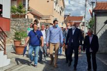 <p>Градоначелник са мјештанима Драча</p>