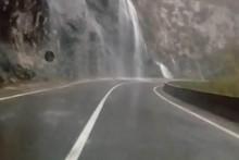 <p>Опрезно возите</p>
