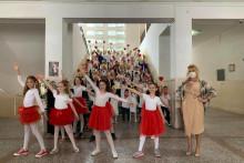 <p>Ученици заплесали за дан школе</p>