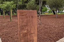 <p>Табла у парку</p>