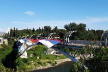 <p>Кучи развили тробојку на Московском мосту</p>
