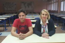 <p>Димитрије и менторка награђени на литерарном конкурсу</p>