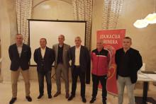 <p>Ламбулић са члановима комисије</p>