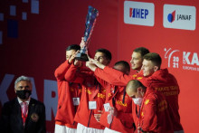 <p>Црногорски каратисти са трофејом</p>