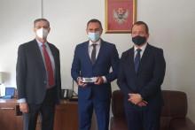<p>Дамјановић са гостима</p>