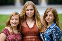 <p>Принцеза Амалија (у средини)</p>