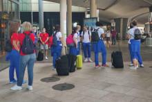 <p>Црногорске кошаркашице на аеродрому</p>