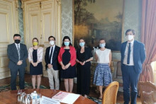 <p>Зорка Кордић на састанку у Француској</p>