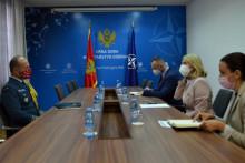 <p>Министарка одбране Оливера Ињац на састанку</p>