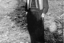 <p>У црногорском јелеку, са туђим сатом, 1955. г</p>