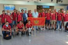 <p>Експедиција црногорских ватерполиста на подгоричком аеродрому</p>