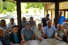 <p>Предстaвници рожајских села у разговору са предсједником Општине</p>