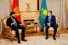 <p>Дритан Абазовић са премијером Казахстана</p>