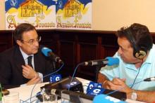 <p>Новинар Хозе Антонио Абељан и Флорентино Перез</p>