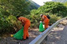 <p>Уклањање отпада уз магистралне путеве</p>