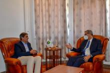 <p>Ибрахимовић са амбасадором Италије</p>