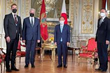 <p>Црногорски премијер и министар са јапанским премијером</p>
