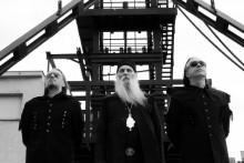 <p>Владика Јован Ћулибрк са познатим алтернативним бендом Лајбах</p>