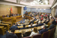 <p>Ојачана контролна улога парламента</p>