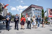 <p>Смоловић и Кордић са сардницима прошетали Бијелим Пољем</p>