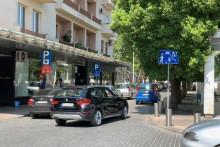 <p>Саобраћајни знак збуњује возаче</p>
