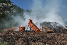 <p>Насипање глине на депонију Мислов до</p>