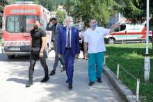 <p>Qëndrimi i kryeministrit nisi me vizitën e spitalit</p>