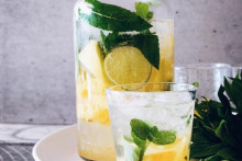 <p>Вода од ананаса</p>