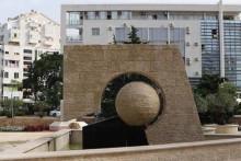 <p>Споменик у Бару</p>