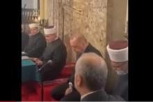 <p>Ердоган током молитве</p>