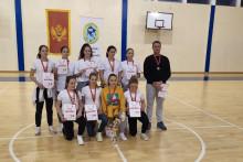 <p>Црногорски основци на првим играма</p>