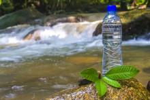 <p>Флаширана вода (илустрација)</p>