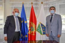 <p>Ибрахимовић са грчким амбасадором</p>