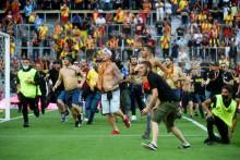 <p>Навијачки обрачун скренуо пажњу са фудбала</p>