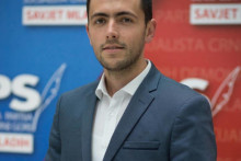 <p>Данијел Живковић</p>