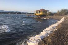 <p>Ерозију плаже зауставили напери</p>