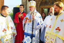 <p>Епископ Кирил и свештенство бјелопољско</p>