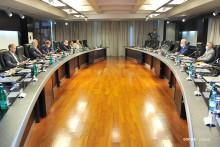 <p>Са састанка парламентарне већине са премијером</p>