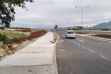 <p>Заустављена изградња тротоара</p>