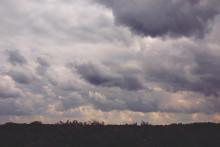 <p>Облачно вријеме, илустрација</p>