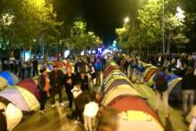 <p>Демонстранти спавали у шаторима</p>