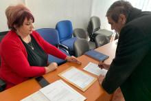 <p>Перица Турковић потписује петицију</p>